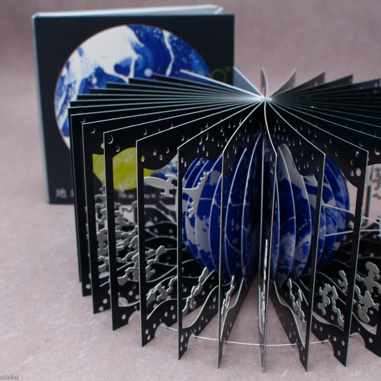 360° Degree BOOK - Earth and the Moon